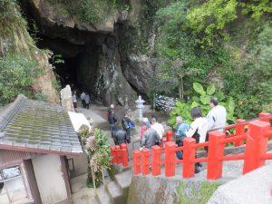 洞窟祇園神社 あまり混んでない。
